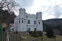 Záluží nedaleko Nezdic - bývalý lovecký zámeček.