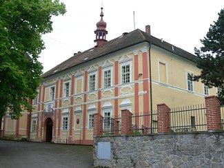 Na zámku našla své druhé působiště čestická škola až po druhé světové válce.