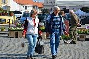 Trhy na náměstí ve Vodňanech se konají vždy v úterý a v sobotu od 6 do 12 hodin. V úterý 17. dubna si nejen zahrádkáři nakupovali hlavně první sazeničky.