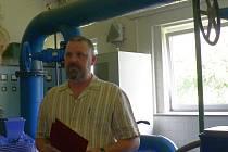 Úpravnou vody v Hajské provedl ředitel technických služeb Ludvík Němejc.