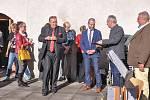 V Maltézském sále a v sále U Kata strakonického hradu se v pátek 29. května uskutečnila výstava prací strakonického malíře, grafika, sochaře Jiřího Mášky.