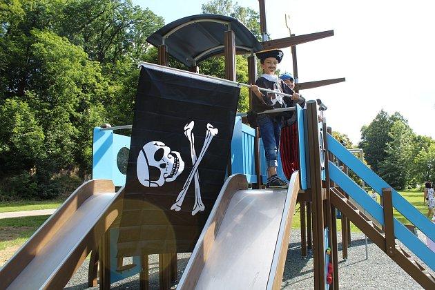 Pirátská loď na strakonickém Podskalí.