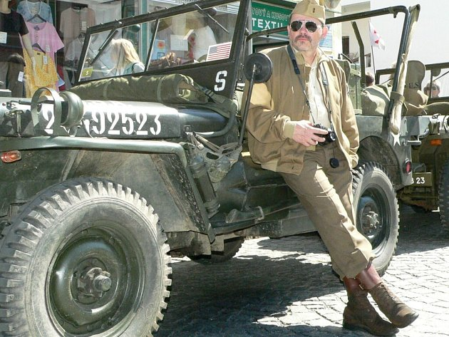 Vojenská kolona se letos ve Volyni zdrží