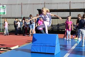 Kdo sportuje, nezlobí. Sportovci, policisté, hasiči, záchranáři i vojáci ukázali dětem, jak lze smysluplně využít volný čas.