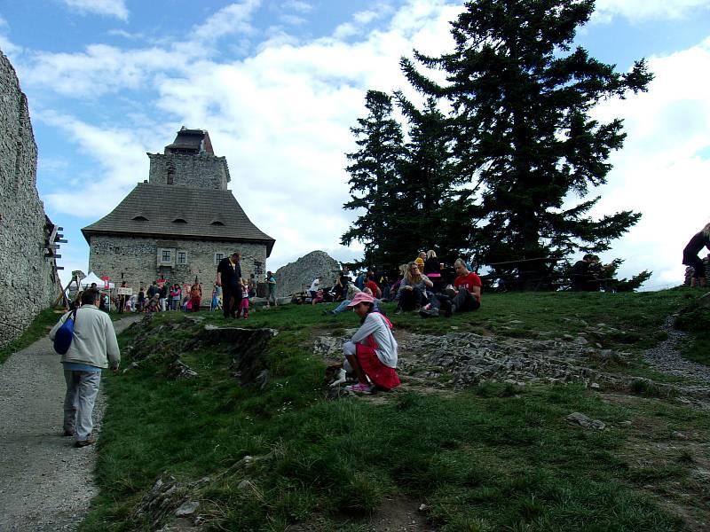 Slavnosti Šumavského Trojhradí na Kašperku.