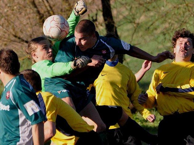 Bělčice (v zeleném) otočily zápas v Poříčí z 0:1 na 2:1.