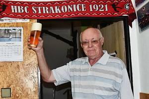 František Třeštík, dlouholetý sportovní redaktor Strakonického deníku, oslavil 75. narozeniny.