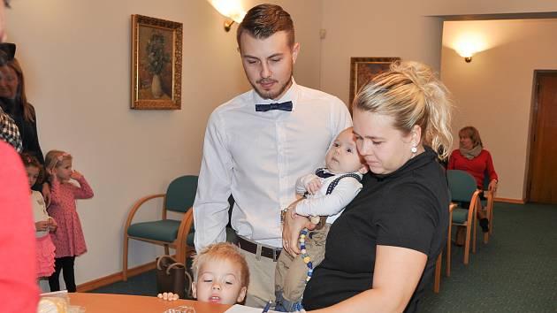 Ve středu 13. listopadu slavnostně přivítal nové občánky starosta města Břetislav Hrdlička v obřadní síni městského úřadu ve Strakonicích.