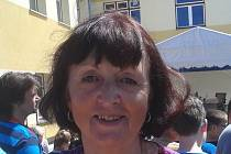 Vyzdobená škola přivítala prezidenta. Na snímku je učitelka 9. třídy Věra Kůsová.