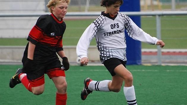 Výběr OFS Strakonice U-13 prohrál v 5. kole meziokresní soutěže doma s Táborem 1:2, mladší tým zvítězil 3:2.