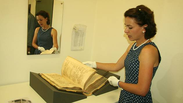 Strakonice - Ve Státním okresním archivu je k vidění výstava mapující historii Strakonic.