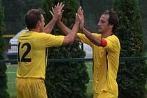Sedlický kapitán Zdeněk Mikeš (vpravo) dvěma góly otočil nepříznivý stav a zařídil vítězství 2:1.