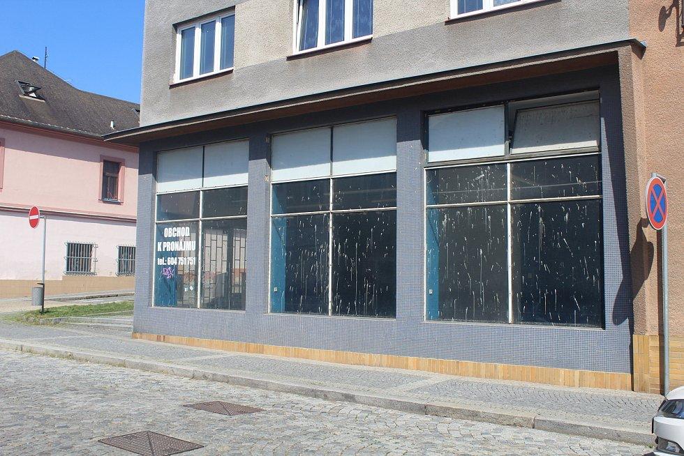 Bývalá prodejna mobilů v ulici Lidická.