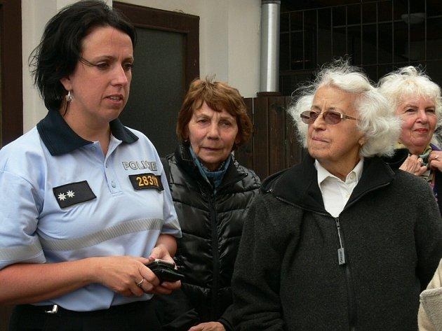 Policejní mluvčí Jaromíra Nováková informovala seniory nejen o případech, které se jich mohly týkat, ale i o policejní práci jako takové.