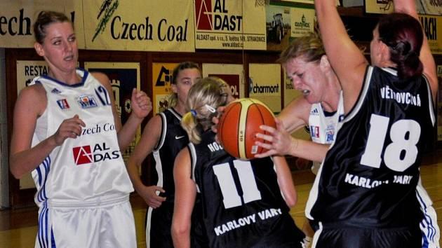 Basketbalistky Strakonic podruhé v sezoně vyhrály (poprvé doma), Karlovy Vary porazily 71:62.