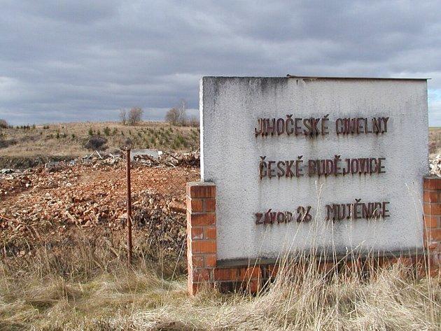 Před několika dny byl objekt bývalé cihelny v Mutěnicích srovnán se zemí.