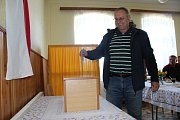 Volební místnost v Nové Vsi je v bývalé škole.