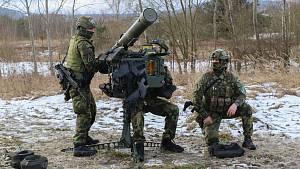Strakoničtí vojáci se sžívají snovou zbraní.