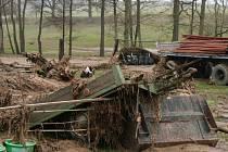 V neděli 5. dubna se nad obcemi Svinětice, Měkynec, Bílsko, Budyně, Krajníčko a Pivkovice přehnala silná bouře a průtrž mračen. Její následky jsou katastrofální. Desítky vytopených domácností, zničený nábytek, zoufalí lidé.