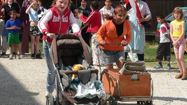 Maminky přišly na běh s kočárky podpořit také děti z volyňského dětského domova.