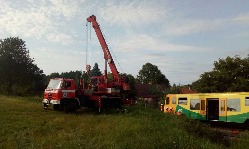 Střed traktoru s vlakem v Němčicích.