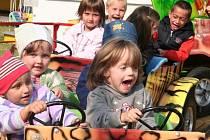 Mezi prvními si ve středu 23. září pouťové atrakce mohli zdarma vyzkoušet handicapovaní a děti z mateřských školek ze Strakonic.