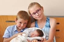 Tomáš Jeřábek z Litochovic. Tomášek se narodil 22. 7. 2020 v 9.09 hodin a její porodní váha byla 2 830 g. Sourozenci Anetka (10) a Lukášek (6) měli z narození bratříčka velikou radost.