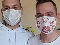 Syn Štěpán Jaroš s přítelem před sobotním nákupem.