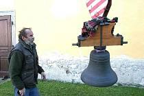 Kostel sv. Martina ve Střelských Hošticích má svůj zvon.