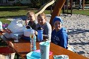 Žáci základní školy ve Střelských Hošticích se při projektovém dni s názvem Bramboriáda vždy skvěle baví.