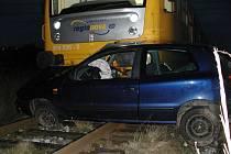 Nehoda na železničním přejezdu u Pražáku.