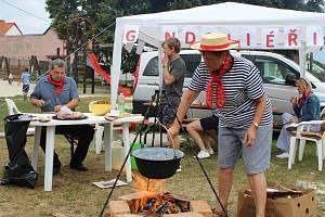Na šestý ročník Gulášiády se  na Pražák sjelo deset kuchařských týmů.