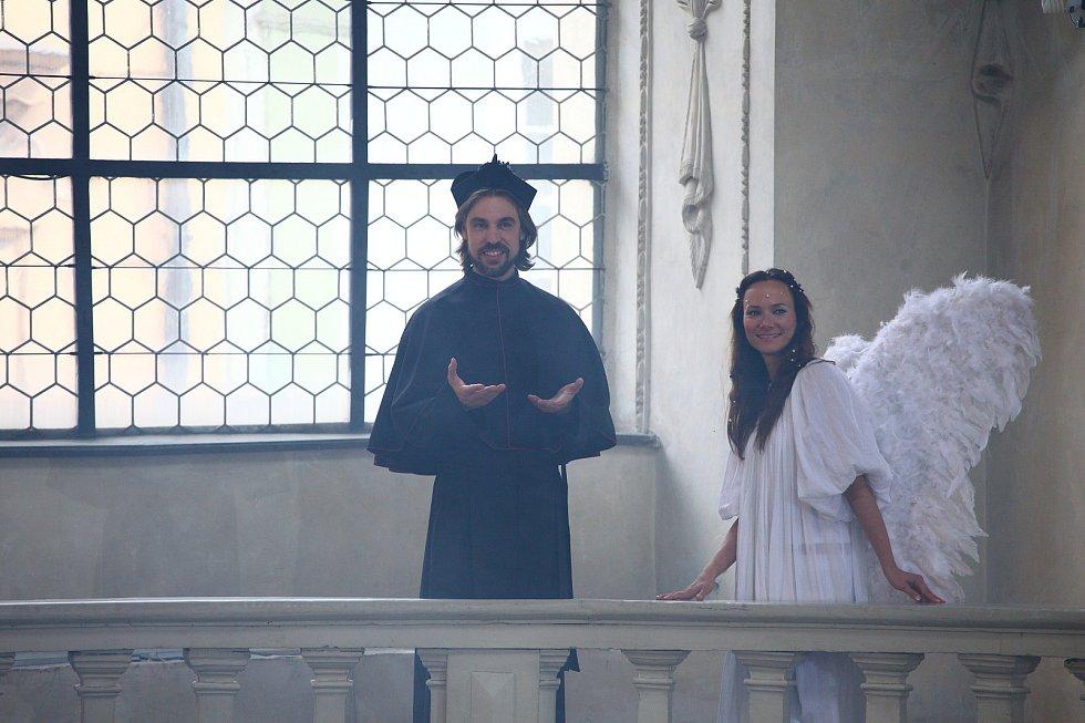 Otakáro Schmidt (57) zve do strakonického kina Oko na svůj nový film Alenka v zemi zázraků!