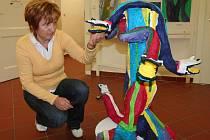 Výstavu si prohlédla také pracovnice knihovny Hana Čakrtová.