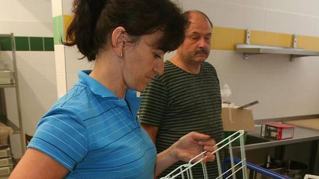 Od začátku září by se v kuchyni nové školní budovy na Povážské mělo vařit na dvě stě obědů.