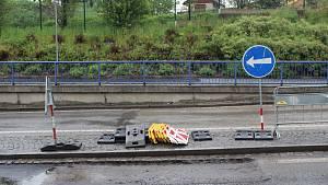 Dopravní situace ve Strakonicích. Omezení potrvají do července.