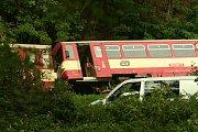 U obce Nišovice v neděli 27. srpna kolem 16. hodiny vykolejil osobní vlak, který najel na přejezdu do sesuvu půdy po silné průtrži mračen.