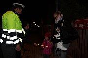 Preventivní dopravní akce na kontrolu  chodců probíhá v těchto dnech v okrese Strakonice. Policisté kontrolují, zda chodci mají na oblečení reflexní prvky a jsou v dopravě vidět.