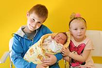 Rozárie Vostálová ze Štěchovic. Rozárka se narodila 21.3.2019 ve 20.50 hodin a při narození vážila 3610 gramů. Sourozenci Ondřej (9) a Barunka (4) se na sestřičku už moc těšili.