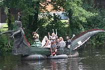 K Pivovarské pouti neodmyslitelně patří neckyáda. Kuriózní plavidla vyrazí po řece i letos.