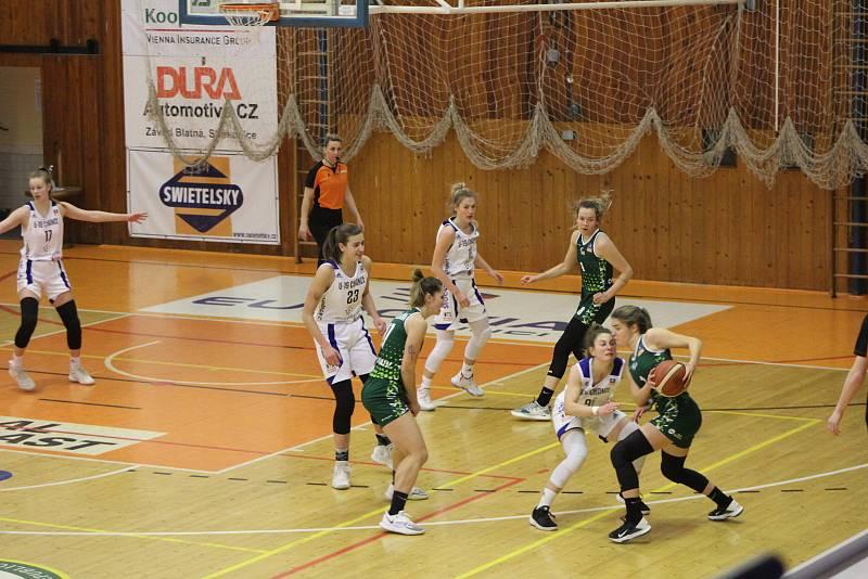 Julia Vydrová (v bílém s číslem 23) dostala pozvánku do reprezentačního výběru ČR U20.
