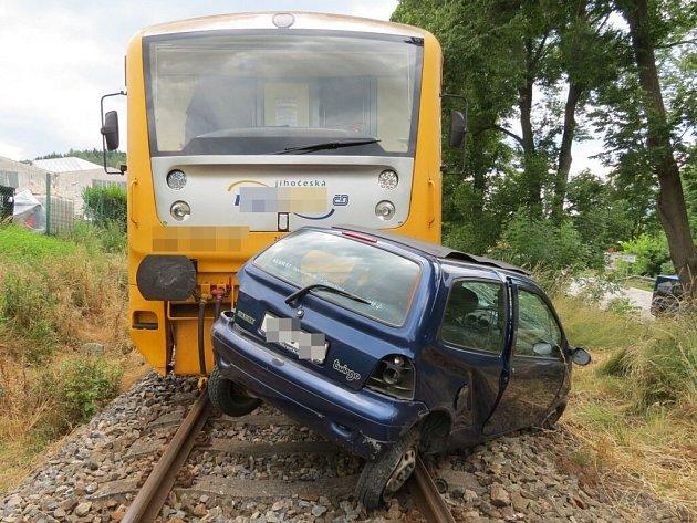 Ve vozidle zahynula devětasedmdesátiletá řidička z Volyňska.