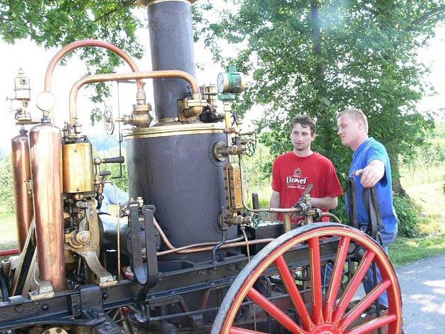 Na oslavě 110. výročí od založení SDH v Chelčicích byla k vidění i parní hasičská stříkačka.