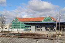 Rekonstrukce budovy vlakového nádraží ve Strakonicích. Budova má být přístupná během dubna.