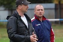 Fotbalisté Katovic v pátek zahájili zimní přípravu (na snímku zleva jsou šéf oddílu Tomáš Hajduše a trenér Pavel Běloušek).
