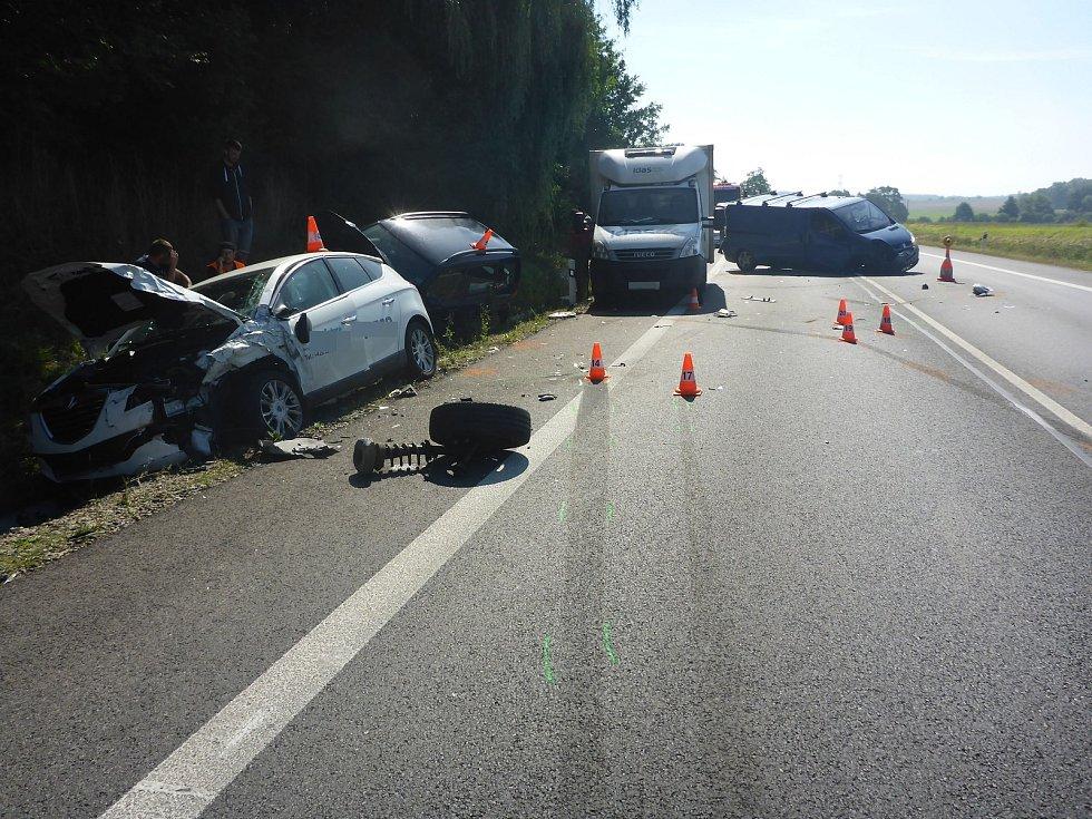 Při dopravní nehodě  u Vodňan  bylo celkem poškozeno sedm vozů.