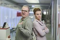 Martin Zounar alias Bobo Švarc a Martina Randová jako jeho seriálová žena Heluš vyprávějí historky nejen z natáčení,
