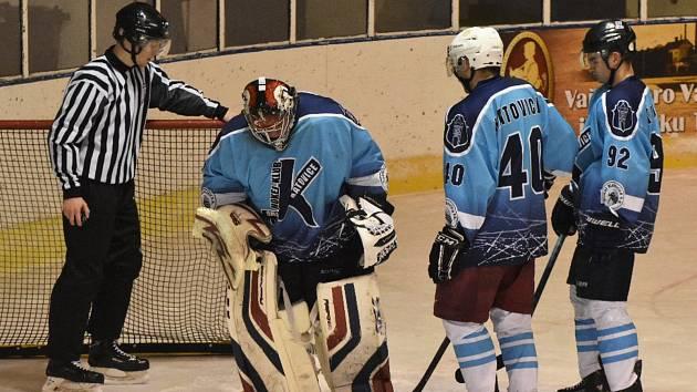 Základní část okresního přeboru vyhráli s převahou hokejisté Katovic.