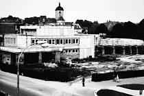 Stavba hotelu Bavor byla zahájena v roce 1987.