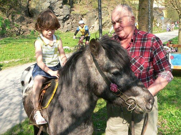 Jaroslav Zach a Jaroslava Sokolová se chystají koňmo na cestu kolem republiky.